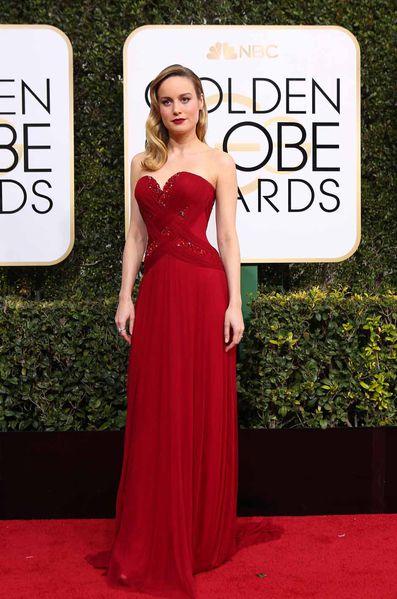Robe de soirée rouge sur Globe Golden 2017