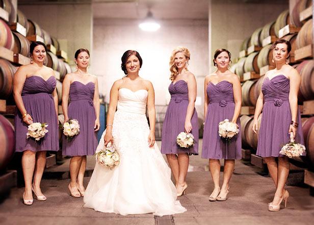 Robe demoiselle d'honneur courte violette bustier coeur ruché orné de fleurs
