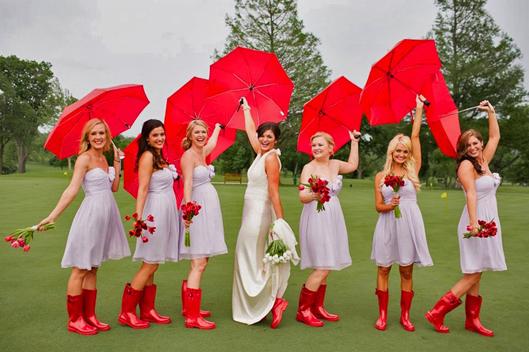 Robe demoiselle d'honneur lavande courte avec boots rouges