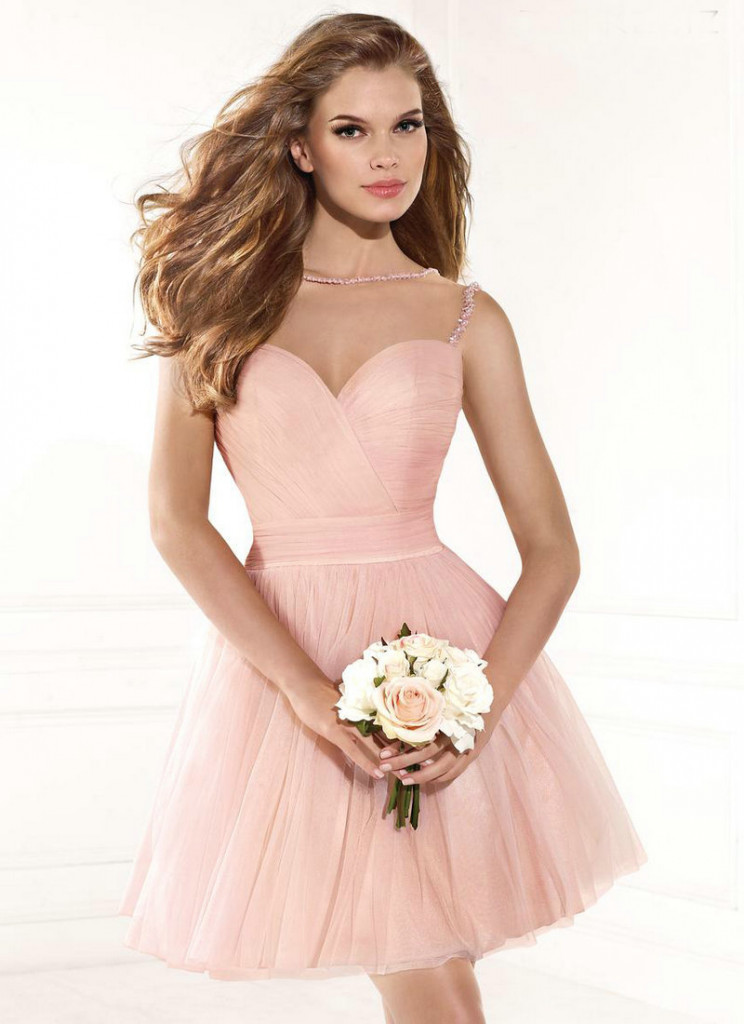 Robe de cocktail rose pale courte bustier coeur