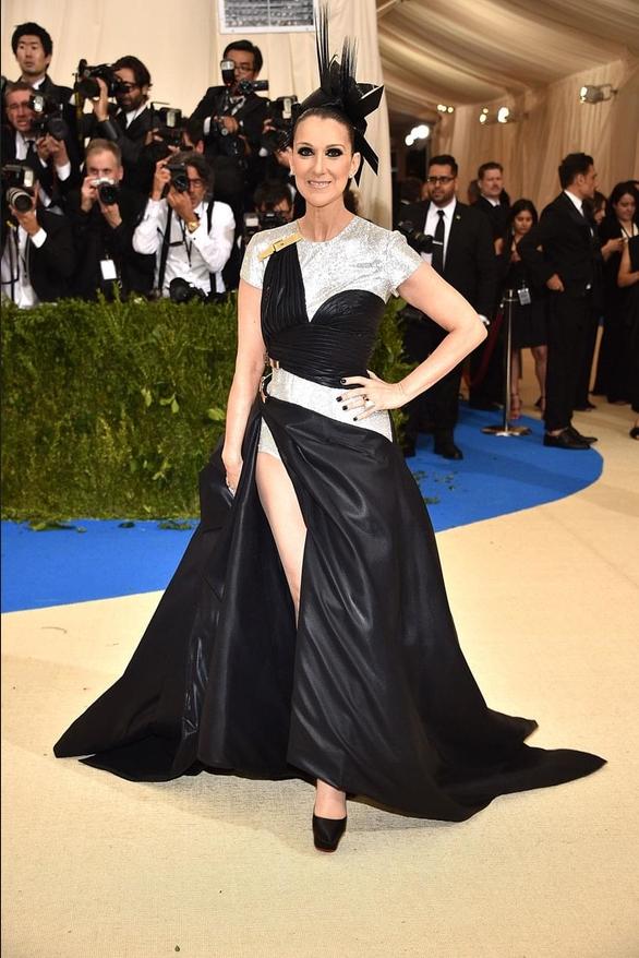 Robe noire et argenté fendue Céline Dion
